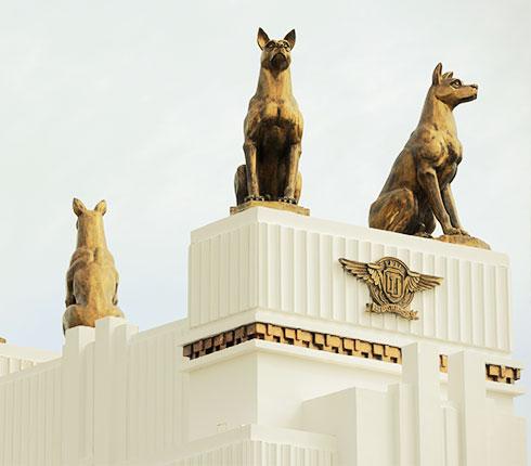 biểu tượng bốn con chó phú quốc tại bãi kem