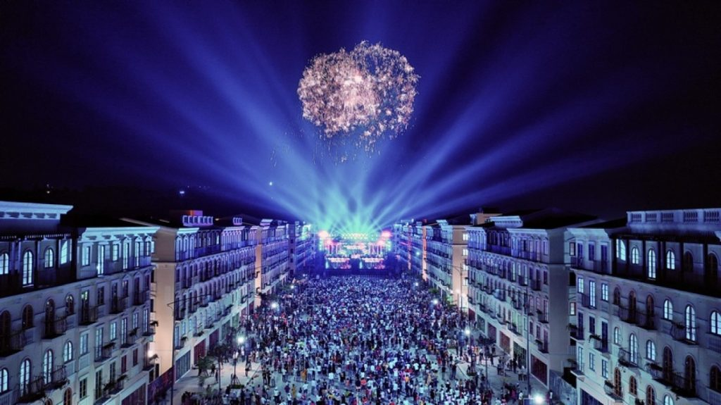 Khu đô thị Sun Grand City New An Thoi rực rỡ trong đại tiệc bắn pháo hoa chào mừng Phú Quốc lên thành phố.